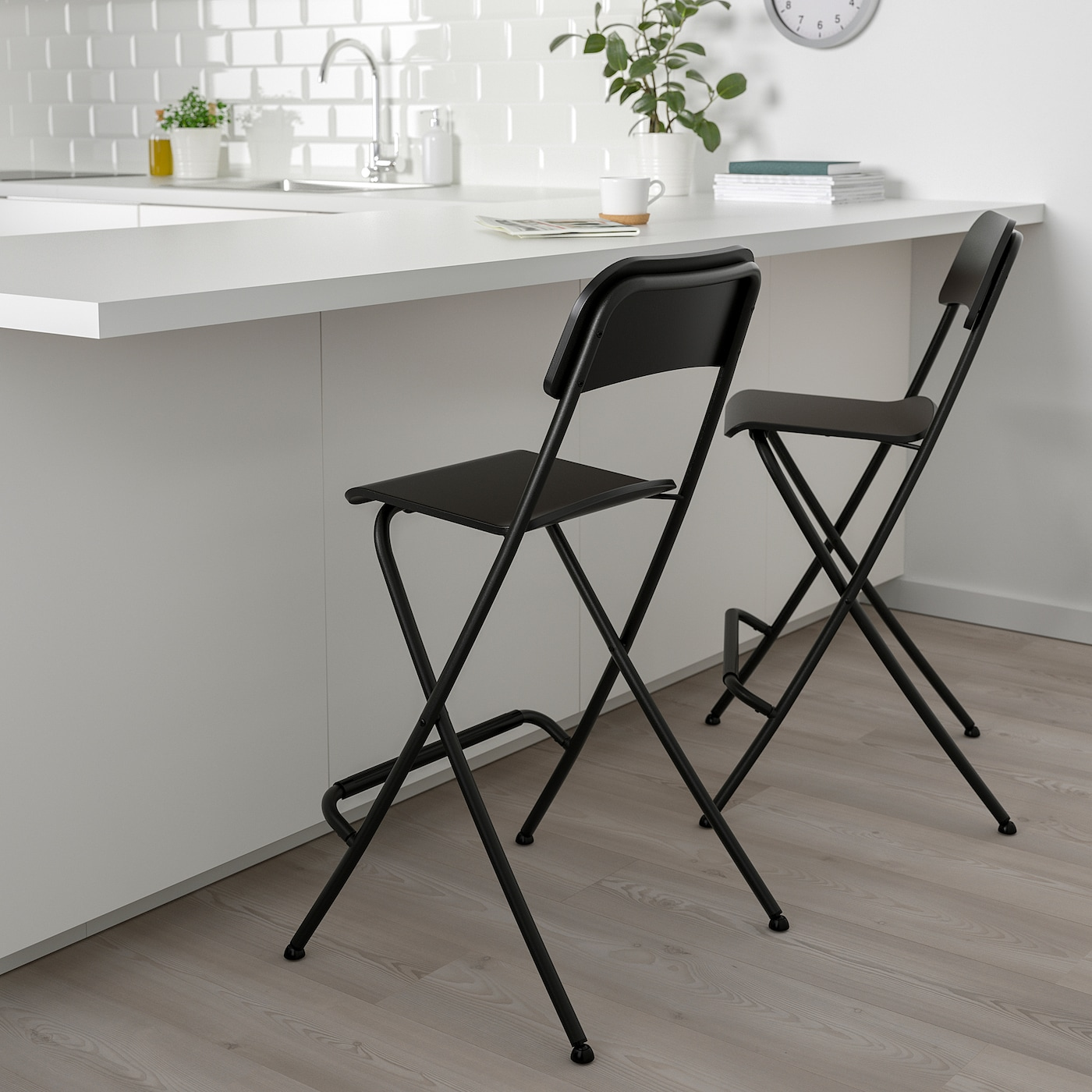 Bar stool with backrest, foldable