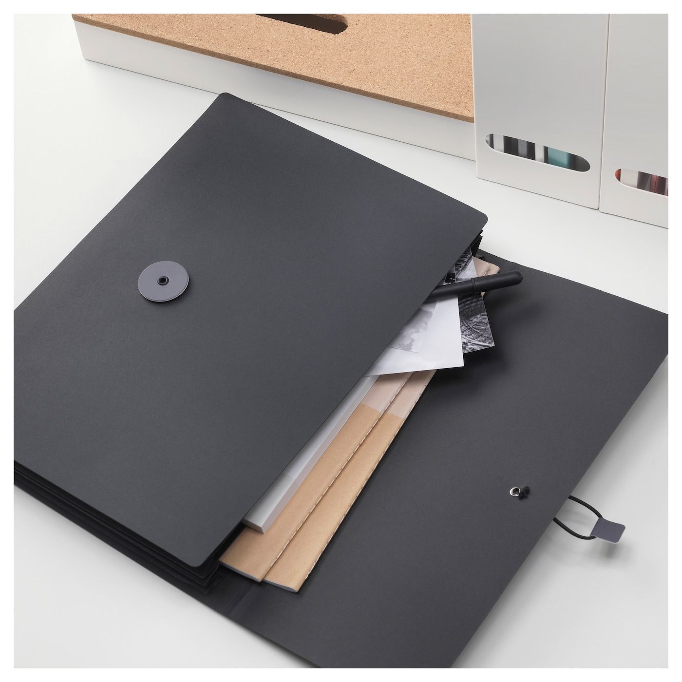IKEA FULLFÖLJA folder Has 3 pockets that keep your papers organised and make them easier to find.