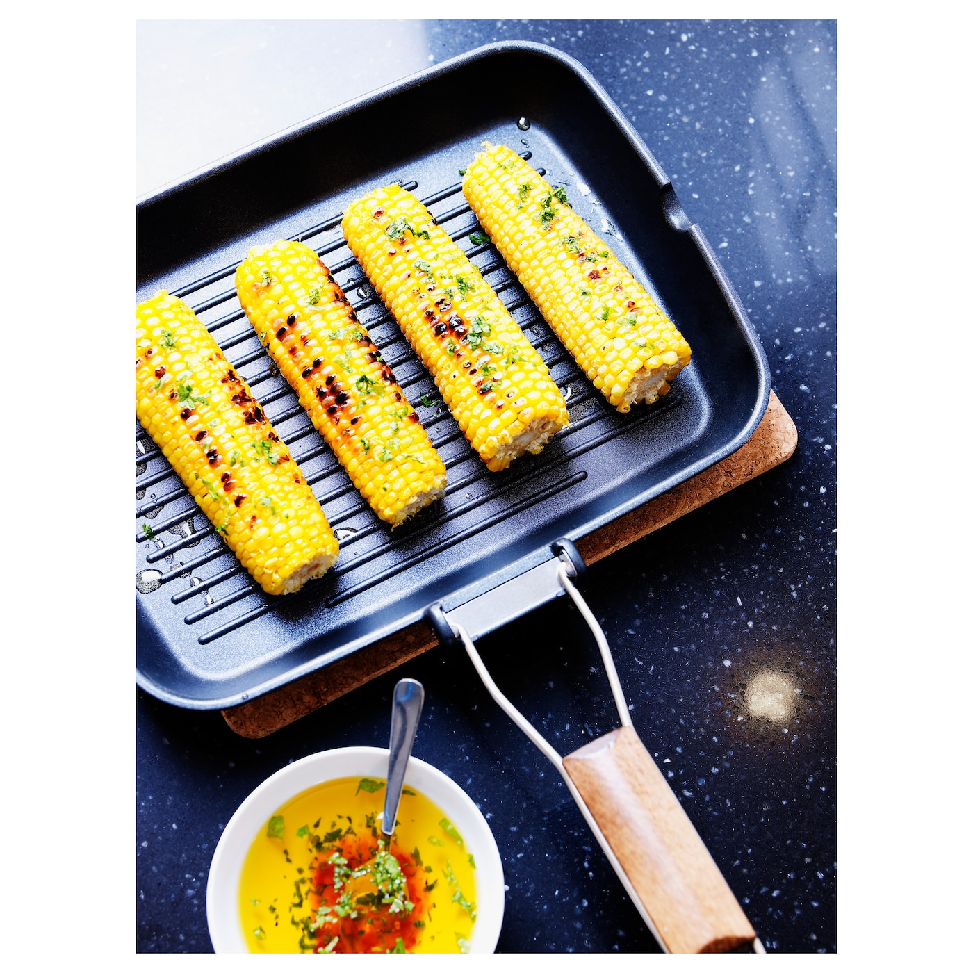 IKEA GRILLA grill pan The handle can be folded down to save space when storing.