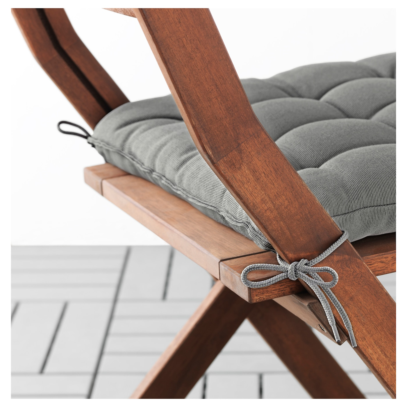 IKEA HÅLLÖ chair cushion, outdoor Ties keep the cushion firmly in place on the chair.