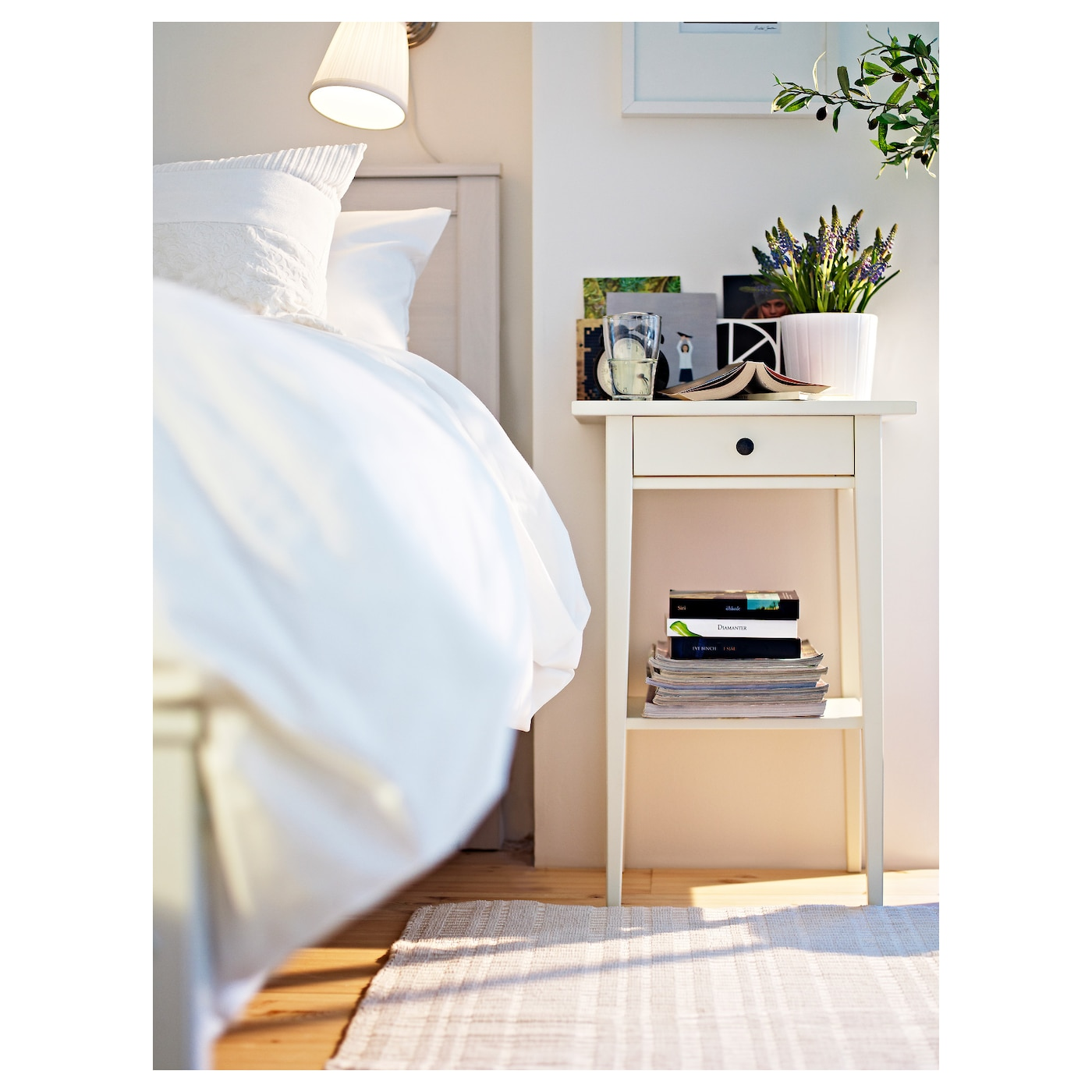 Hemnes bedside table white 46 x 35 cm ikea for Mesitas de noche hemnes