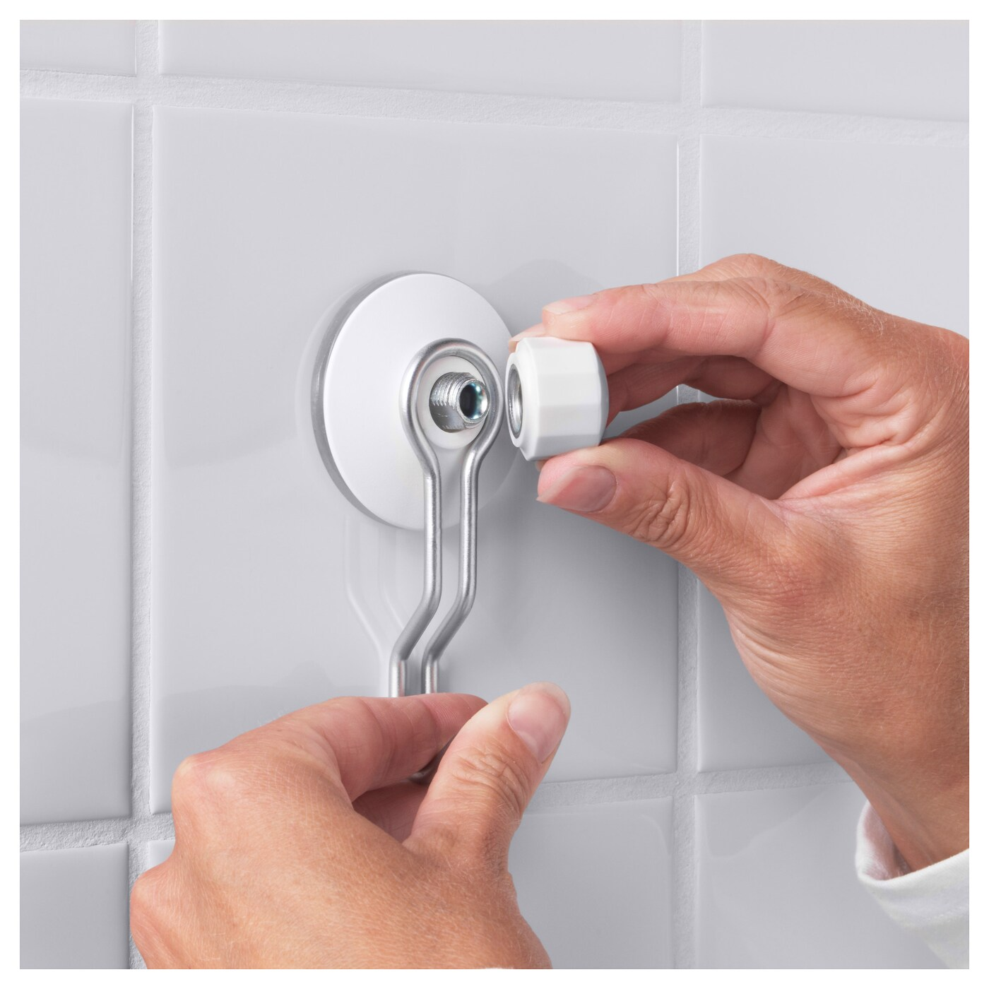 IKEA IMMELN hook With suction cups that grip smooth surfaces such as glass, mirrors and tiles.