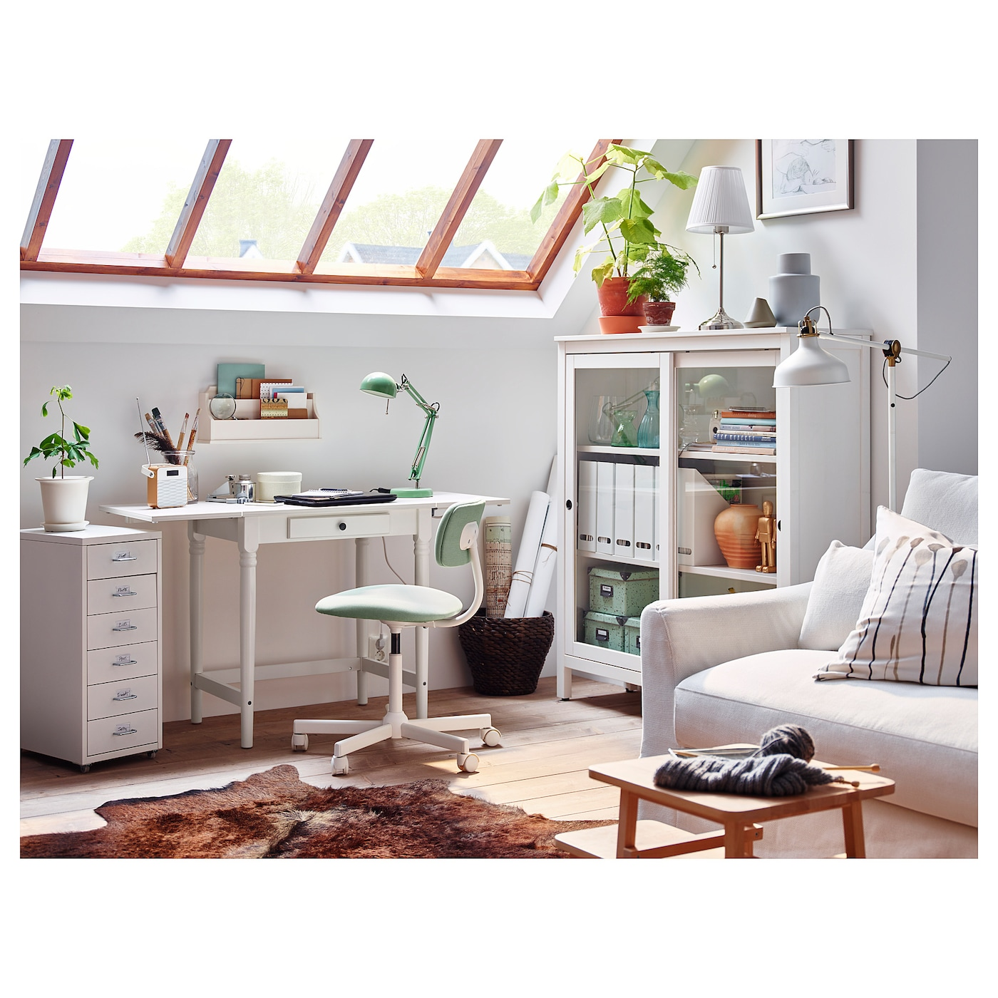 IKEA INGATORP desk 2 folding drop-leaves allow you to adjust the table size according to your needs.