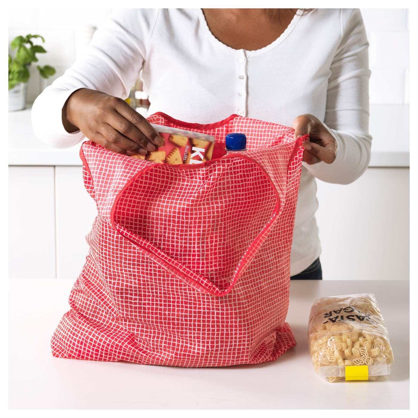 IKEA KNALLA carrier bag Easy to keep clean since you can wash it in the washing machine.