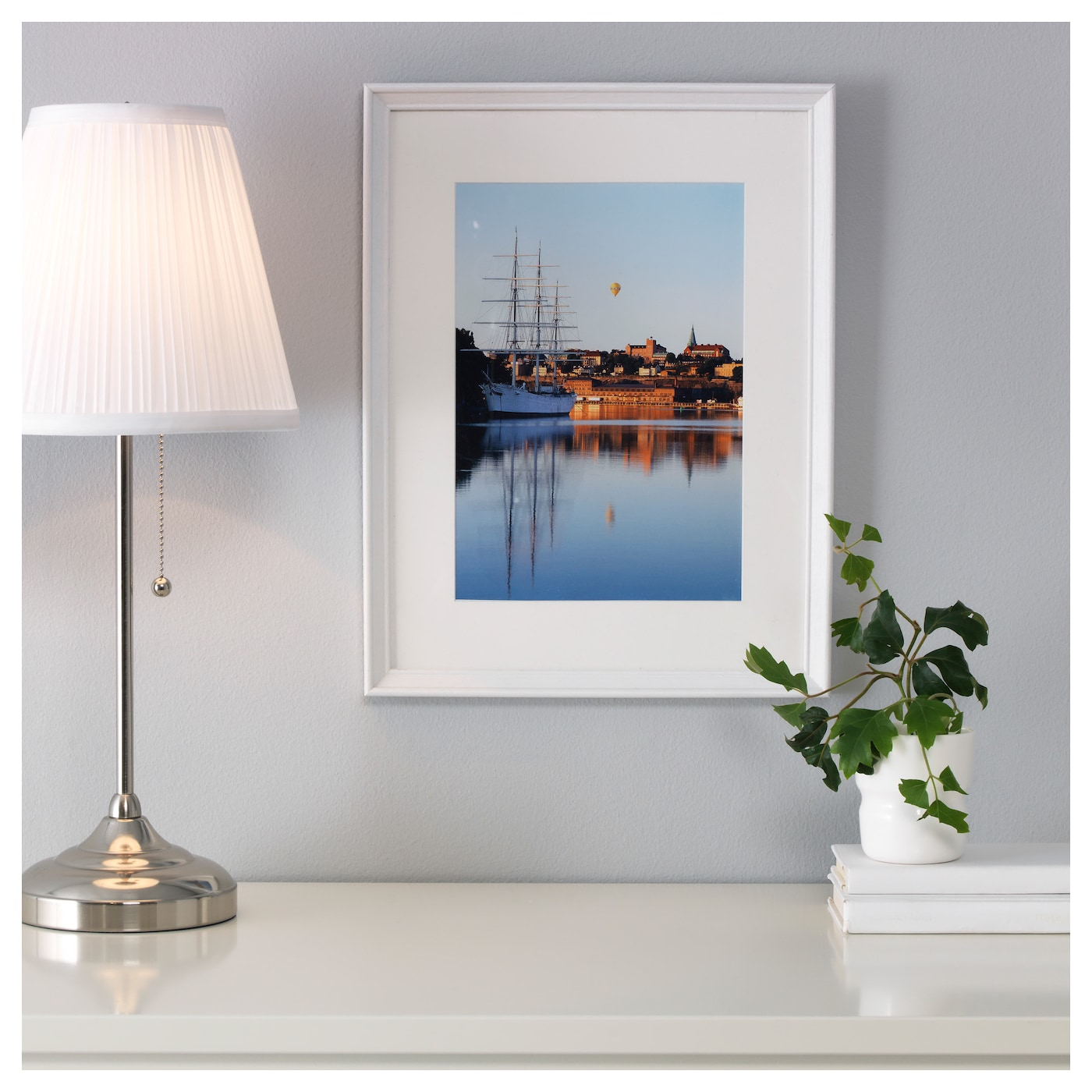 IKEA KNOPPÄNG frame Can be hung horizontally or vertically to fit in the space available.