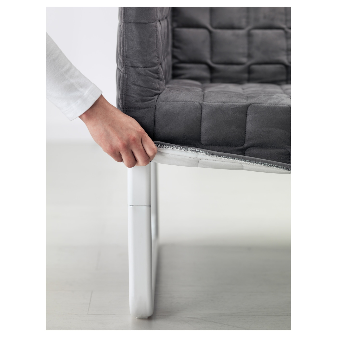 IKEA KNOPPARP 2-seat sofa Small and smart packaging - easy to take home on the bus or subway.