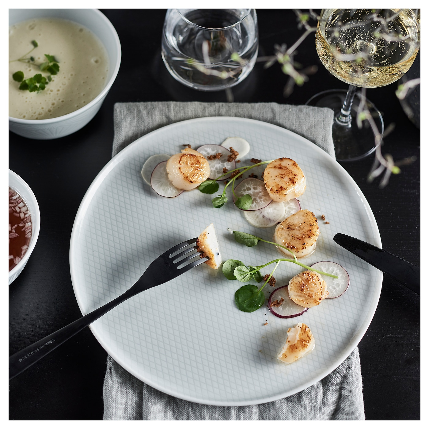 IKEA KRUSTAD plate Made of feldspar porcelain, which makes the plate impact resistant and durable.