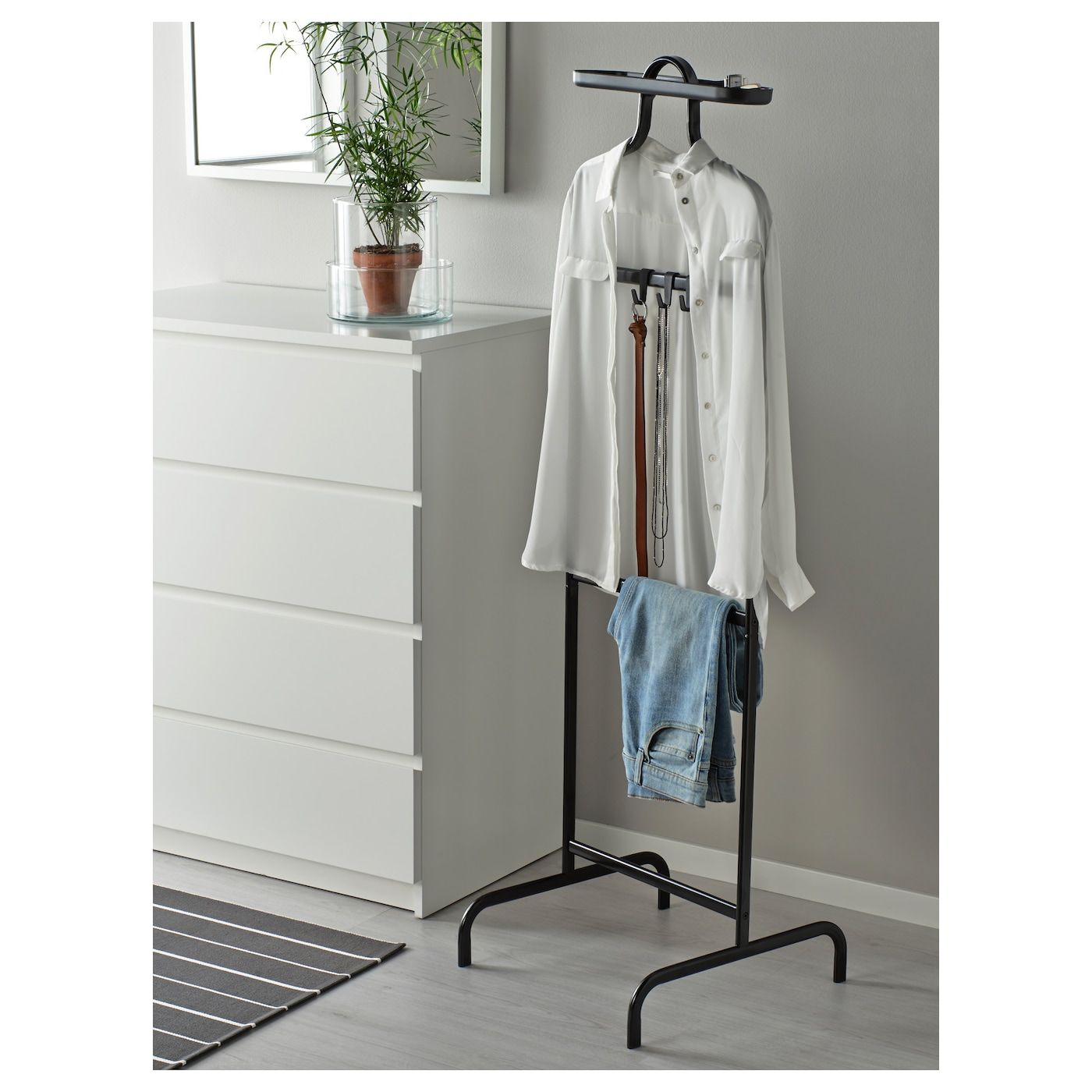 IKEA MULIG valet stand Can be mounted at two different heights.