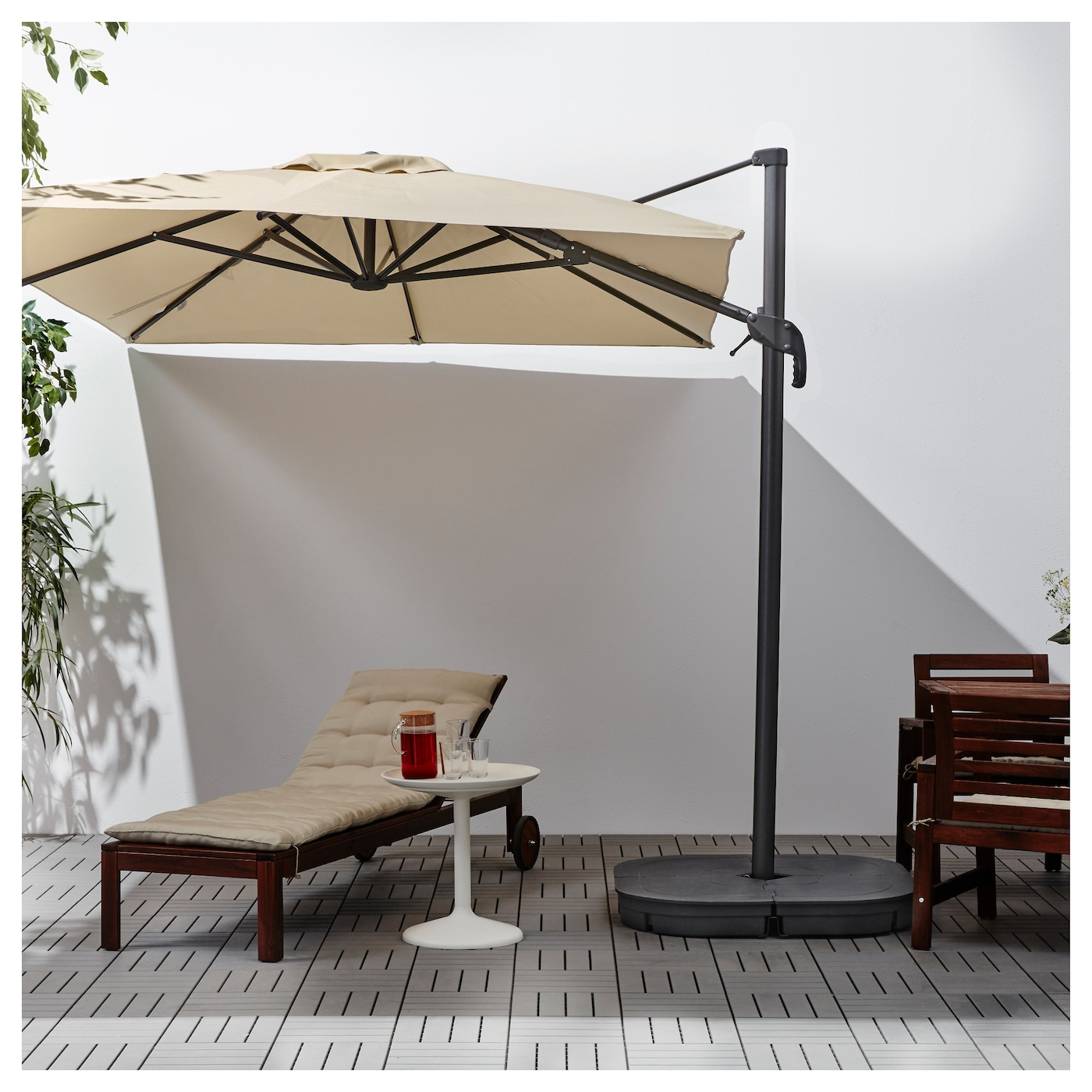 IKEA SEGLARÖ parasol, hanging The air vent reduces wind pressure and allows heat to circulate.