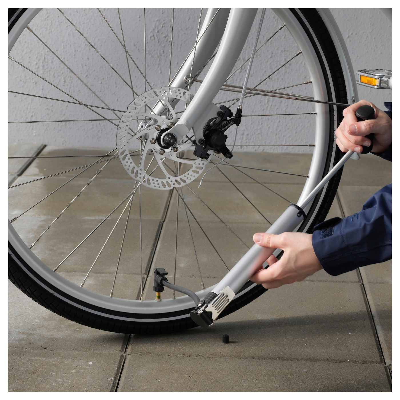 IKEA SLADDA bicycle pump Can be used as both a hand pump and a foot pump.