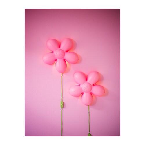 en blomma