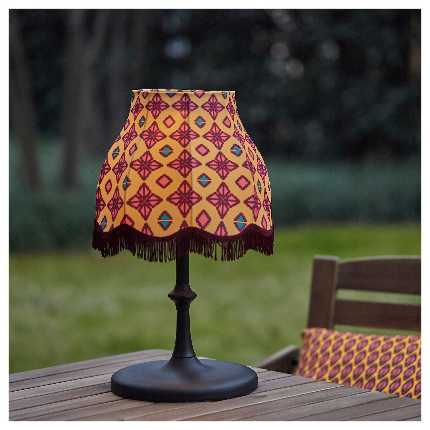 IKEA SOLVINDEN LED solar-powered table lamp Easy to use because no cables or plugs are needed.