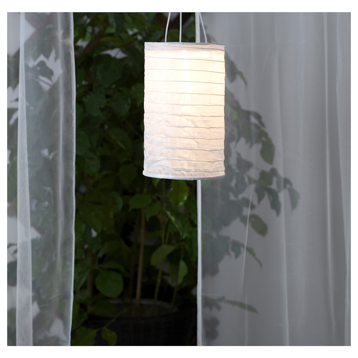 IKEA SOLVINDEN solar-powered pendant lamp Easy to use because no cables or plugs are needed.