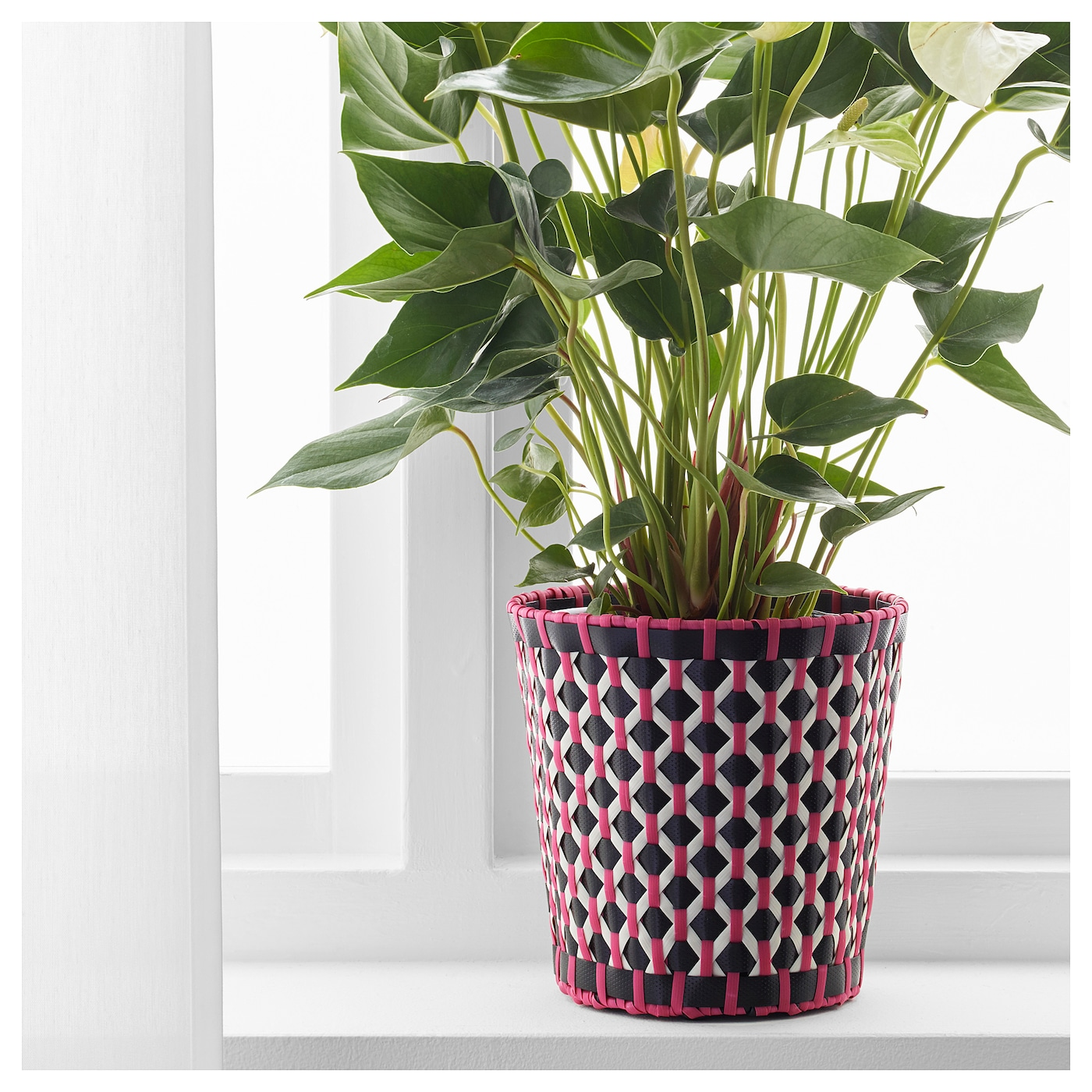 Sommar 2018 plant pot in outdoor black 15 cm ikea for Black planters ikea