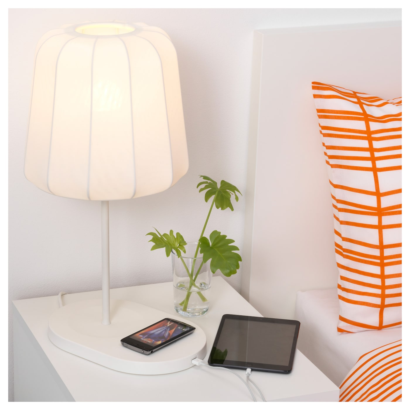 IKEA VARV table lamp with wireless charging