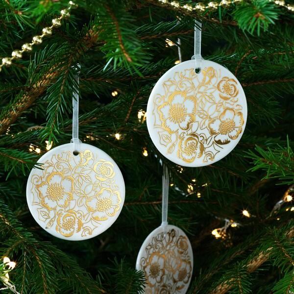 VINTER 2020 Hanging decoration, white/Christmas rose pattern gold-colour, 7 cm