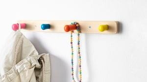 Крючки, плечики, полки для детской