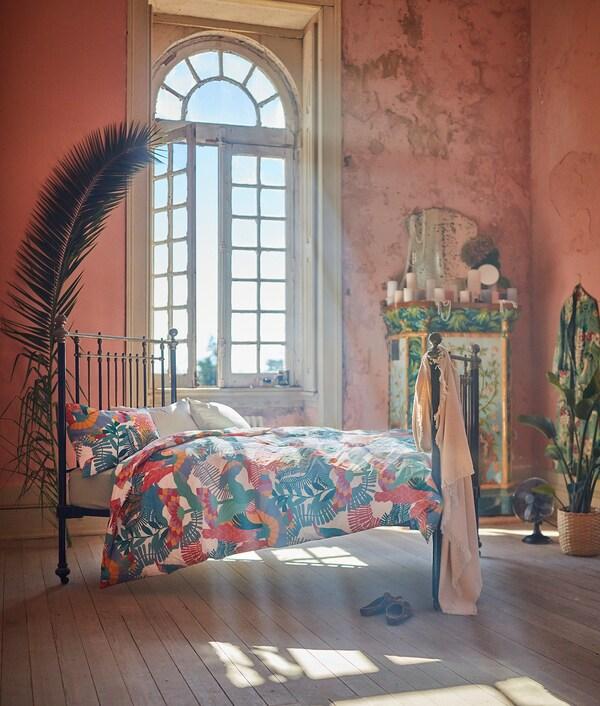 SKOGSFIBBLA navlaka i jastučnica bijela/višebojno 152 inc² 1 kom 200 cm 150 cm 50 cm 60 cm