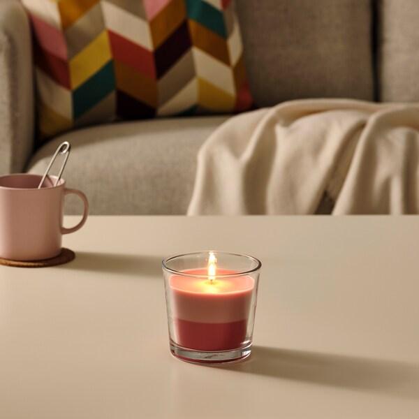 FORTGÅ Illatosított gyertya üvegben, Friss eper/rózsaszín-piros, 9 cm