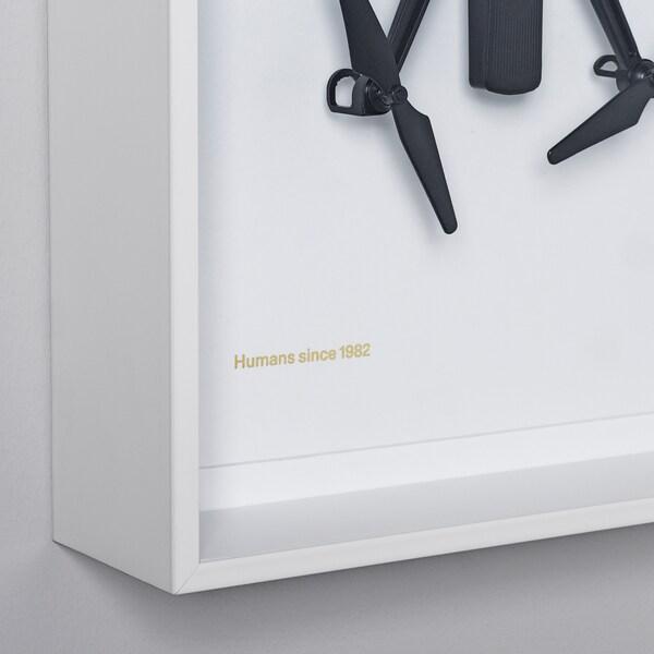 IKEA ART EVENT 2021 Fali dekoráció, drón mintás fehér, 26x35 cm