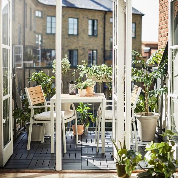 SJÄLLAND Asztal+2 szék karfával,kültéri, világosbarna/Frösön/Duvholmen bézs, 71x71x73 cm