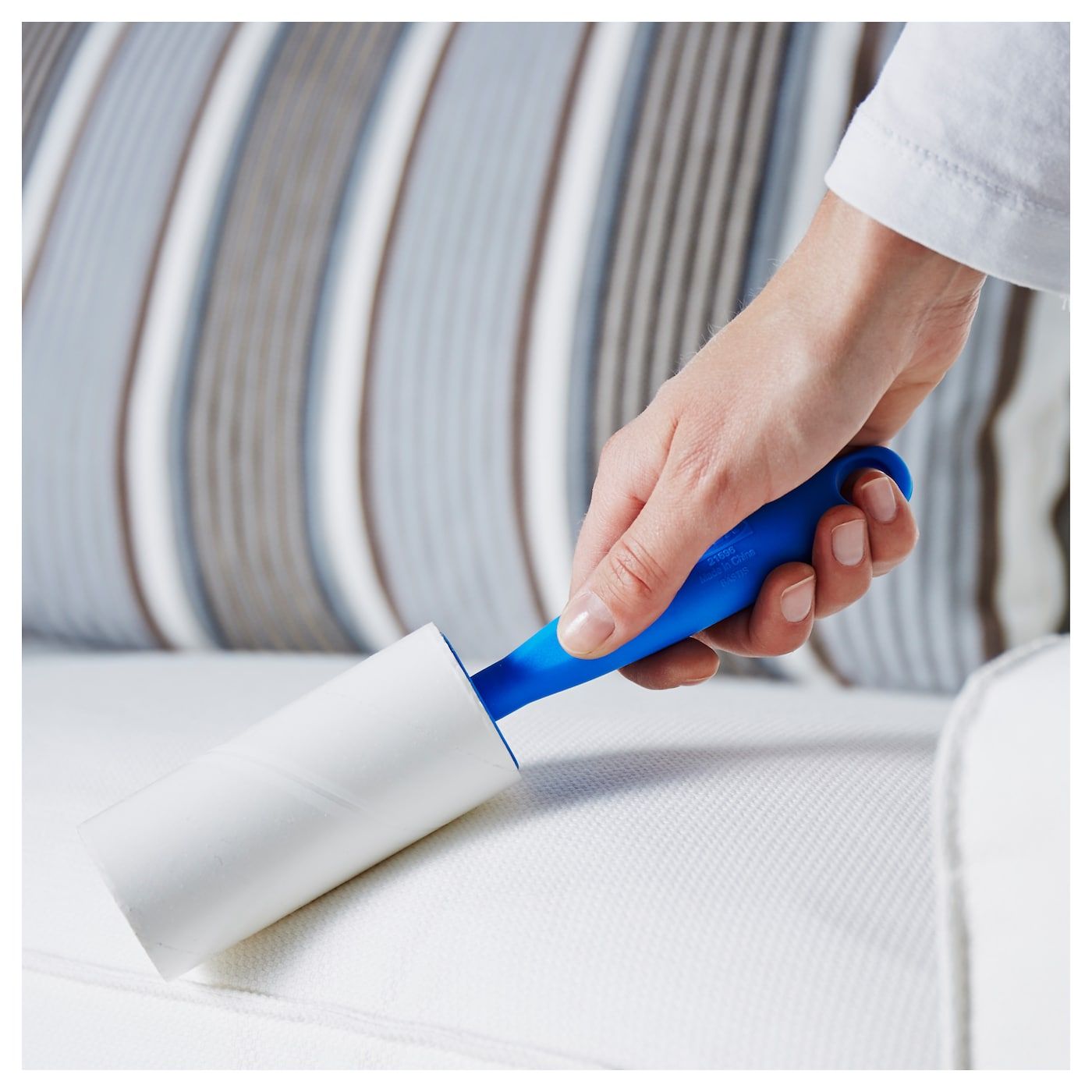 IKEA BÄSTIS lint roller Practical handle with hole; easy to hang up for storage.