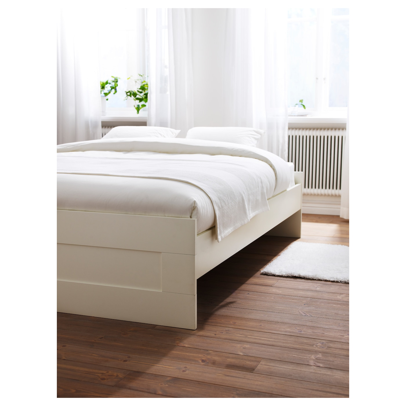 IKEA BRIMNES bed frame Adjustable bed sides allow you to use mattresses of different thicknesses.