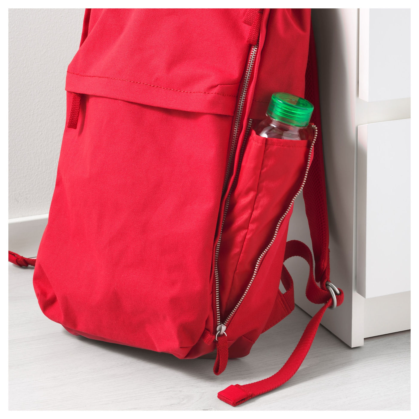 IKEA FÖRENKLA backpack Extra protection for your laptop in a separate padded compartment.