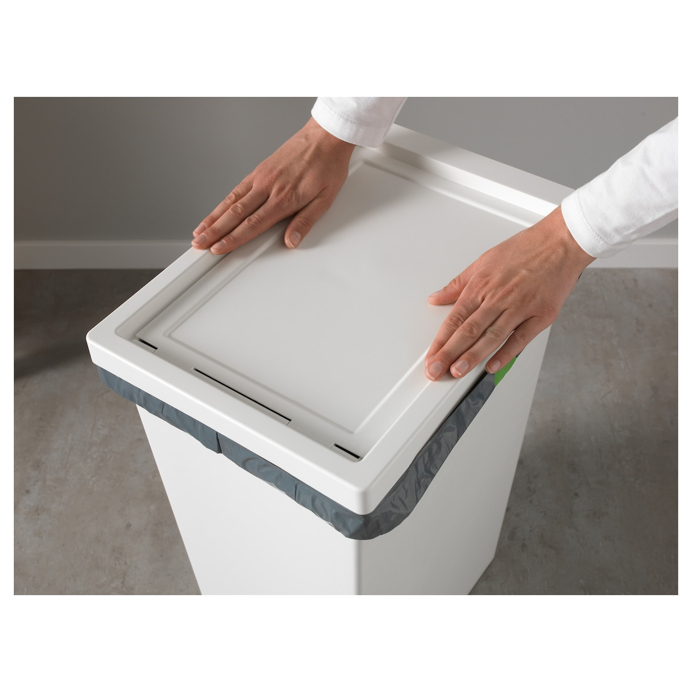 IKEA FILUR bin with lid Easy to clean as the corners are rounded.
