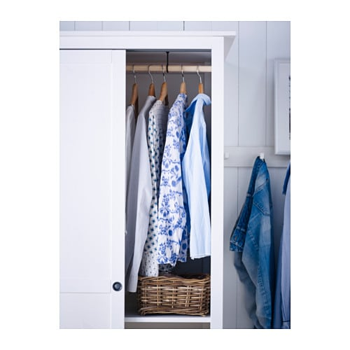 This sectioned Wilko Wardrobe Organiser represents an easy way to organise existing wardrobe space. When hung from your wardrobe organiser's pole, the navy blue hanging wardrobe's design means garments placed in its five handy cubbyholes can be viewed easily.