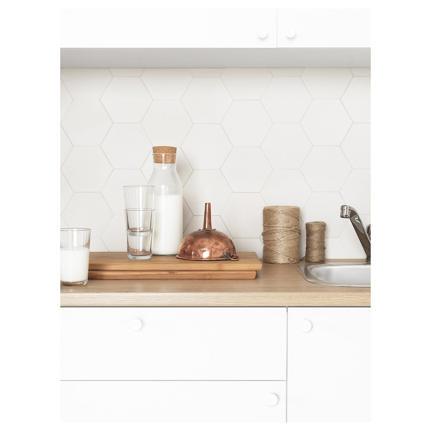 IKEA KNOXHULT kitchen Only to be used with glass ceramic hob or gas hob.