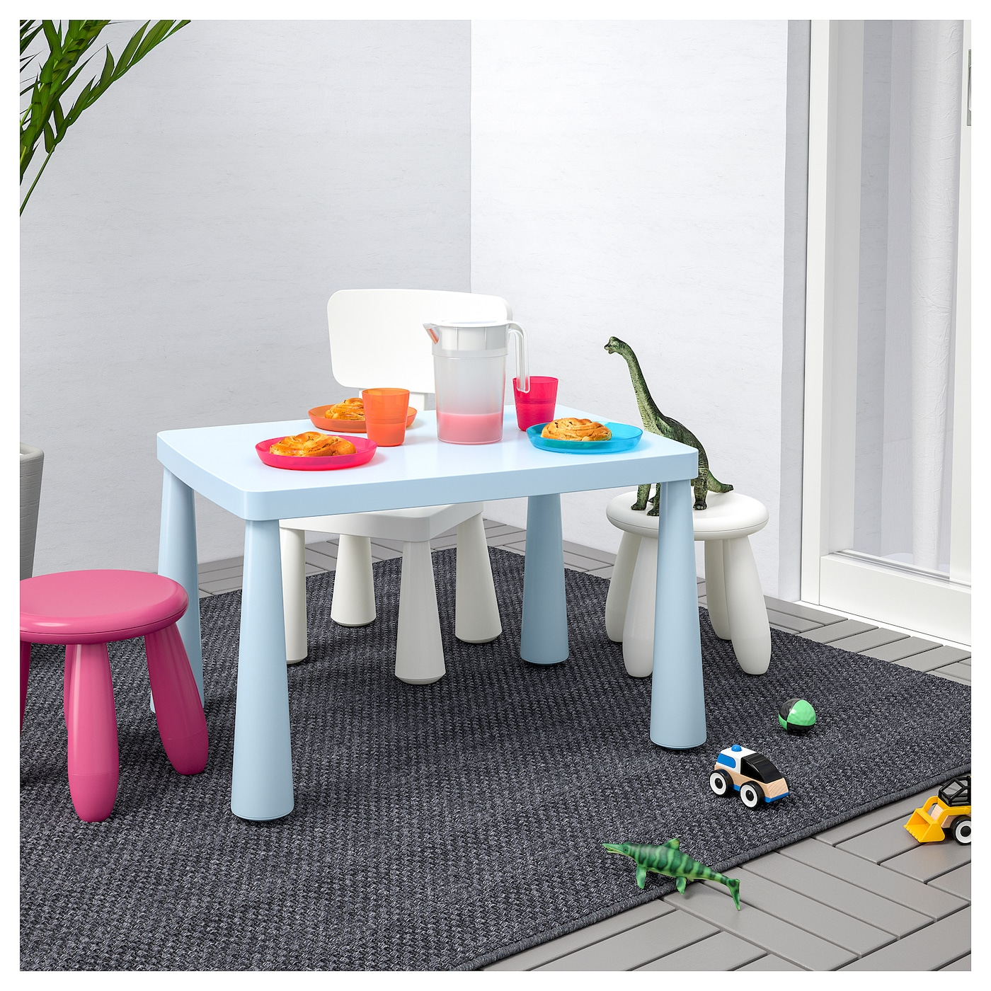 IKEA MAMMUT children's table Easy to assemble – you just click the components together.