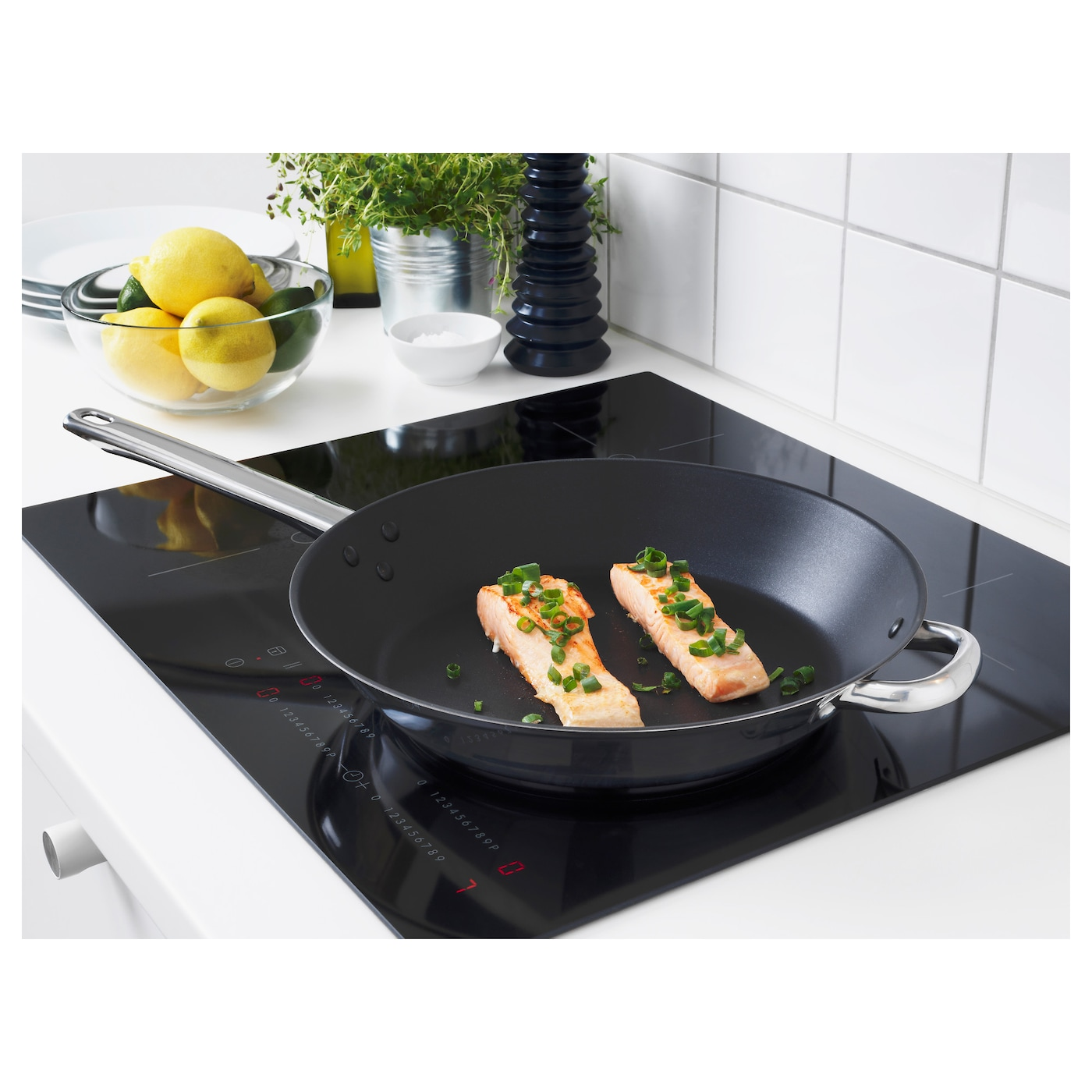 IKEA OUMBÄRLIG frying pan Works well on all types of hobs, including induction hob.