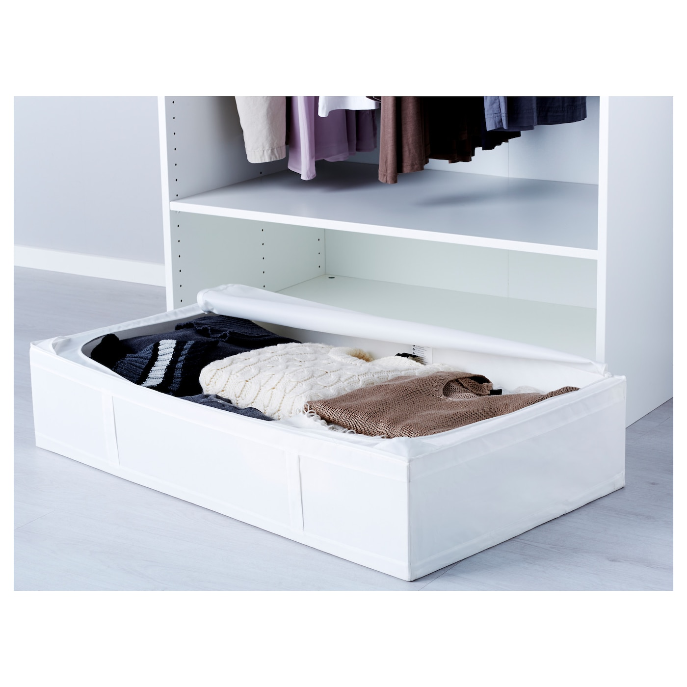 IKEA SKUBB storage case Protects your clothes and bedlinen from dust.