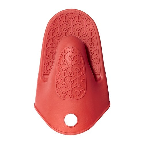 IKEA STINN oven glove Silicone provides a firm grip and is heat-insulating.