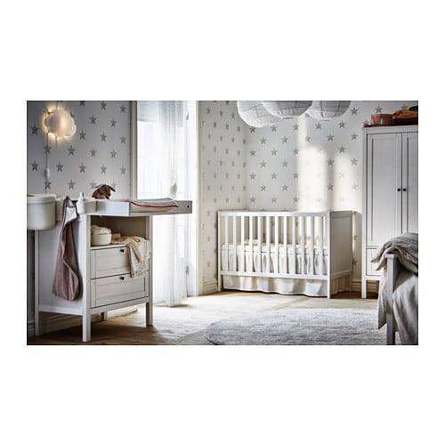 IKEA SUNDVIK cot The cot base can be placed at two different heights.
