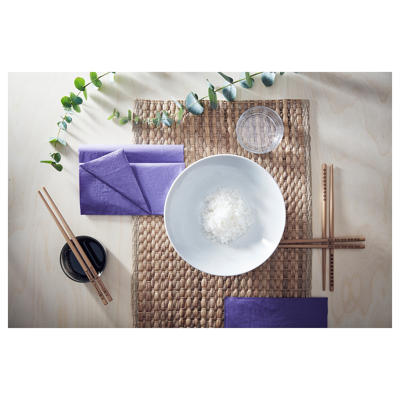 IKEA UNDERLAG place mat Protects the table top surface and reduces noise from plates and cutlery.