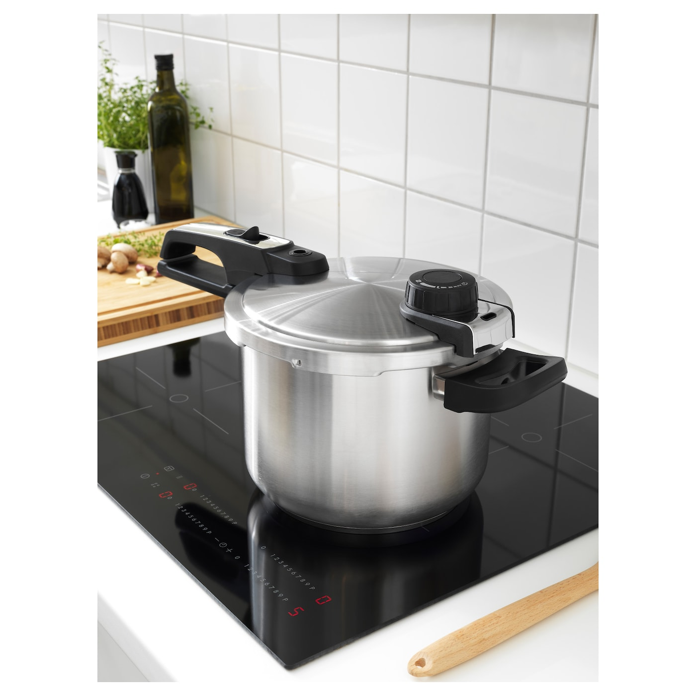 IKEA VÄRDESÄTTA pressure cooker Works well on all types of hobs, including induction hob.