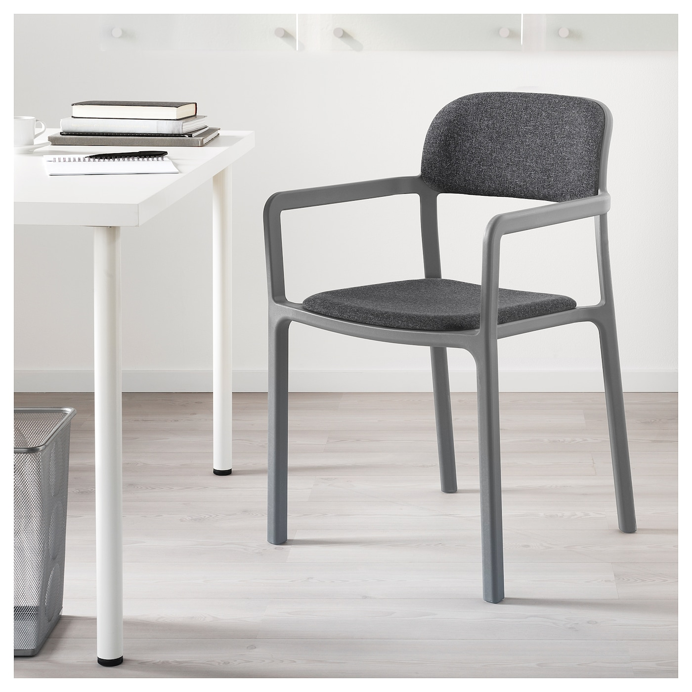 ypperlig chair with armrests gunnared dark grey ikea. Black Bedroom Furniture Sets. Home Design Ideas