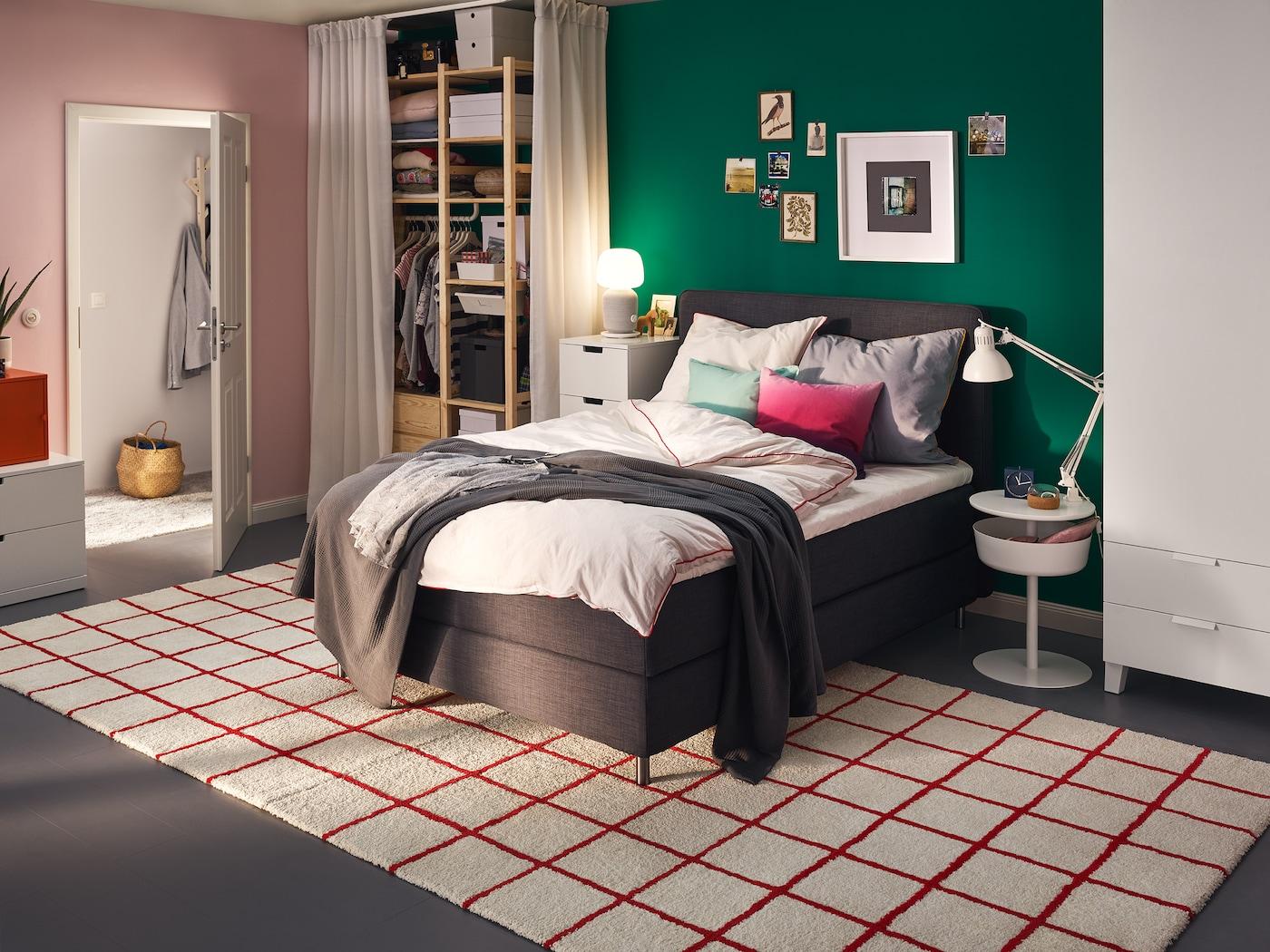 Stilsicheres Schlafzimmer in Beige - IKEA