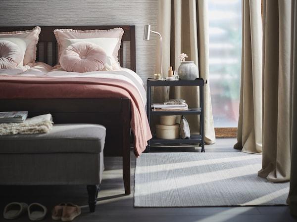 텍스타일로 침실 분위기를 새롭게 바꾸는 팁.