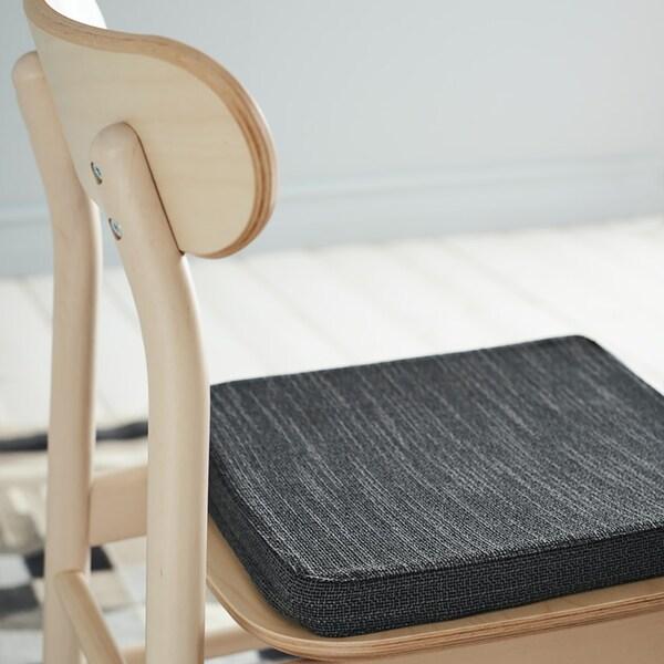 의자위에 의자패드가 놓여진 모습
