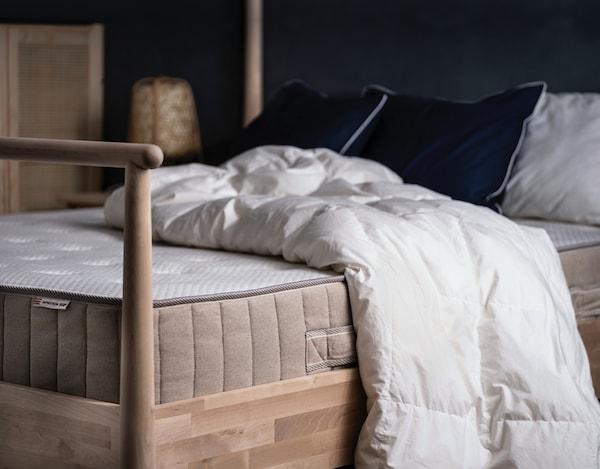 바트네스트룀 매트리스가 있는 침실의 모습이에요