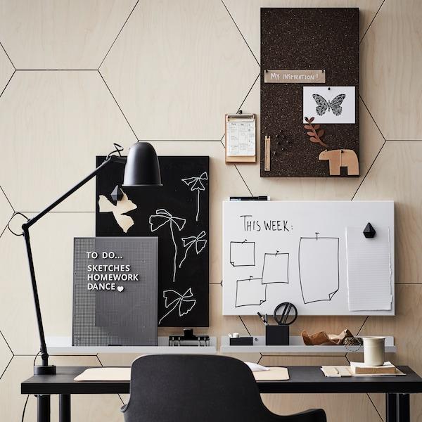 책상위에 있는 스케줄판