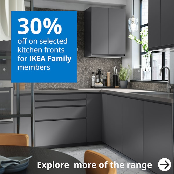 IKEA Family offer, 30% off on all kitchen door fronts for a limited time. Am L-shaped kitchen featuring VOXTOPR grey door fronts give a modern look.