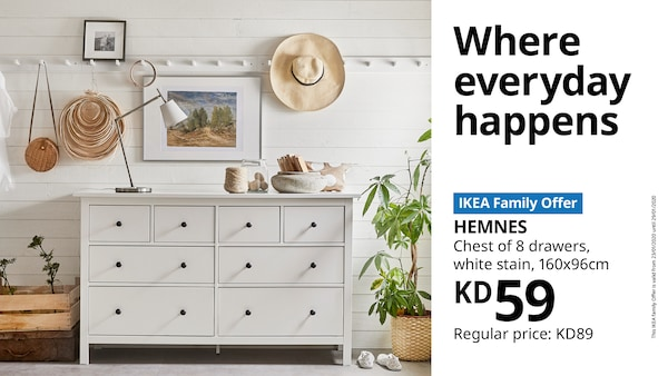 Room with a hemnes chest of drawers and various decorations in front of a white wooden wall