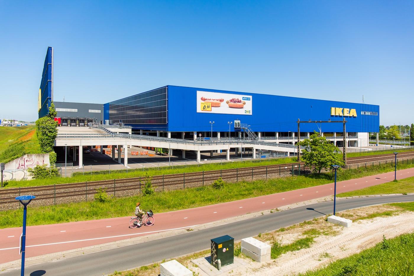 26-07-21: IKEA plaatst voor het eerst zonnepanelen op gevel gebouw