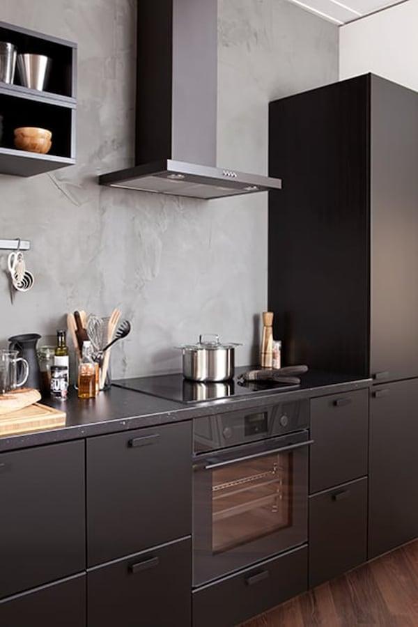 zwarte-keuken-stylish-IKEA wooninspiratie