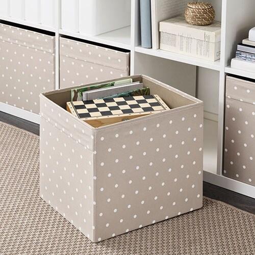 Убираете вещи в шкаф? Вам наверняка потребуются коробки для хранения вещей, чтобы сохранить порядок в шкафу.
