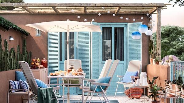 Садовая мебель серии ТОРПАРЁ на открытом балконе в интерьере